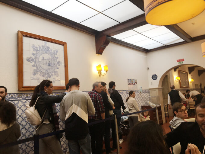 Waiting to be seated at Pasteis de Belem - don't fret, it will only take 5-10 minutes to get seated! The workers are very experienced, and speaks multiple languages so you'll be seated in no time!
