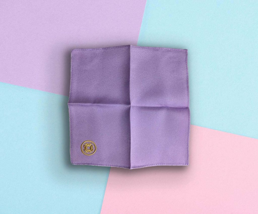 Best Facial Cleansing Cloth: Kinu Pure Silk Polishing Face Cloth